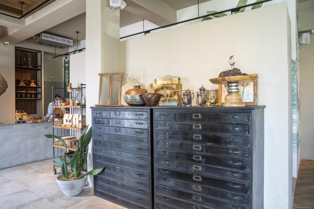 宜蘭咖啡廳 黑宅姊妹店「蒔花咖啡」,礁溪田野間唯美白色建築,融合異國風情猶如世外桃源!