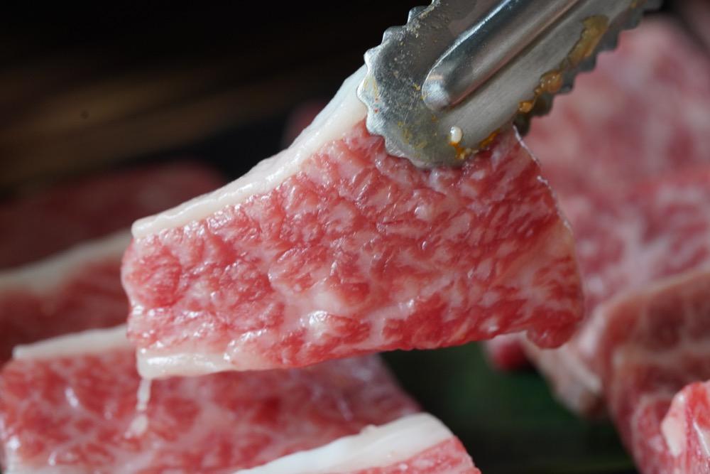 美食/桃園烤肉|烤肉界LV「韓舍 熟成肉韓式烤肉」21天熟成和牛竟然吃得到淡淡奶香!